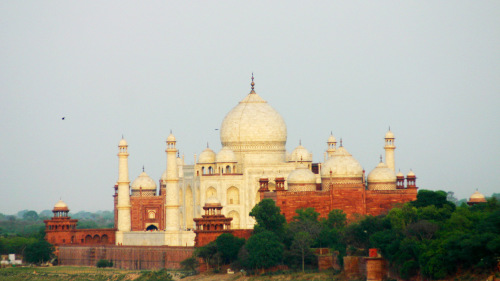 Private Full-Day Agra & Fatehpur Sikri Tour by Le Passage to India