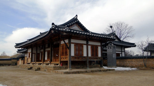 Hahoe Folk Village & Andong Museum Tour by Kangsan Travel