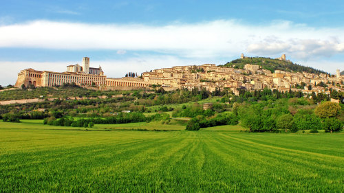 Small-Group Assisi & Montefalco Tour with Winetasting