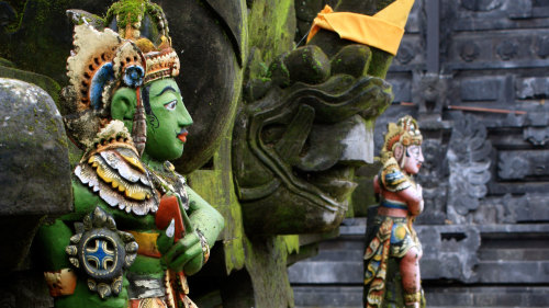 Private Balinese Blessing & Batuan Temple Half-Day Tour