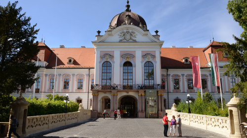 Godollo Palace with Carriage Ride & Horse Show