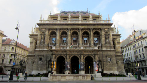 Opera House, Central Market & Gerbeaud Cafe Tour by MYU
