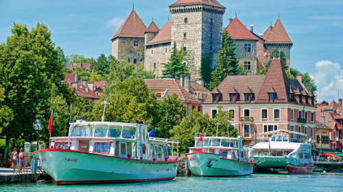 Full-Day Annecy Tour by Miki Tourist