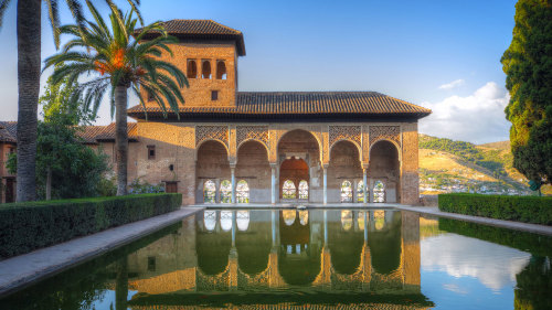 The Alhambra Guided Tour & Hop-on Hop-off City Tour by Julia Travel