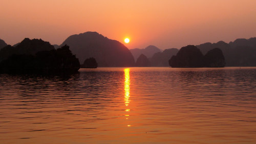 Small-Group Halong Bay Day Cruise by Urban Adventures