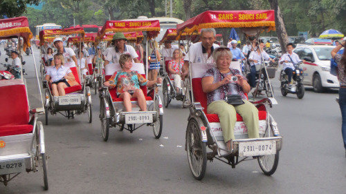 Evening Cyclo Tour with Water Puppet Show by Threeland Travel