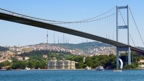 Camlica Hills, Bosphorus Bridge & Beylerbeyi Palace Half-Day Tour