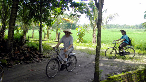 Private Cycling & Rice Fields Tour in Candran Kebon Agung