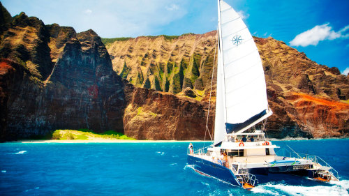 Na Pali Coast Catamaran Sail with Snorkeling & Barbecue Lunch
