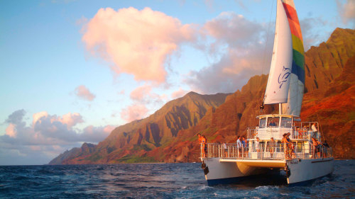 Afternoon Na Pali Snorkeling Tour with Luau-Style Dinner