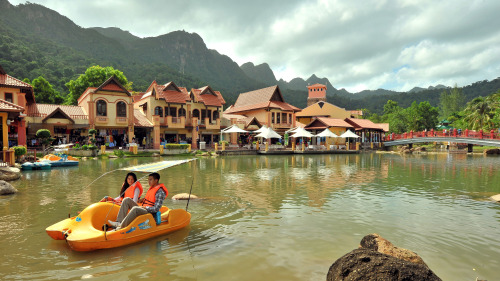 Cable Car and Oriental Village Tour