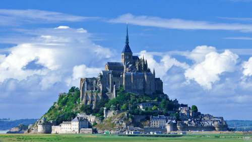 Full-Day Mont St Michel Tour from Paris by Miki Tourist