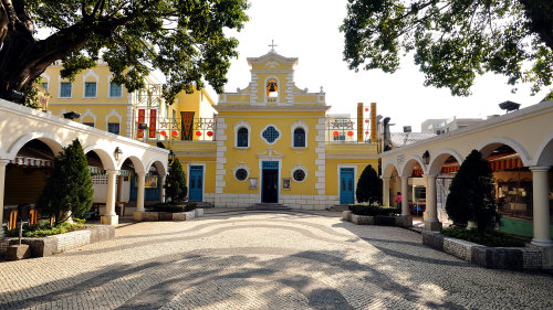 City Tour with Portuguese-Style Lunch by Top Holidays
