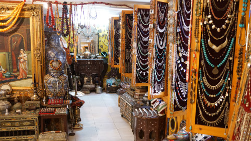 Small-Group Shopping Secrets of the Medina Tour by Urban Adventures
