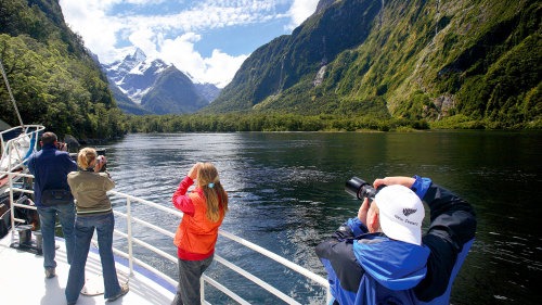 Milford Sound Coach, Cruise & Walk Tour by Fiordland Trips and Tramps