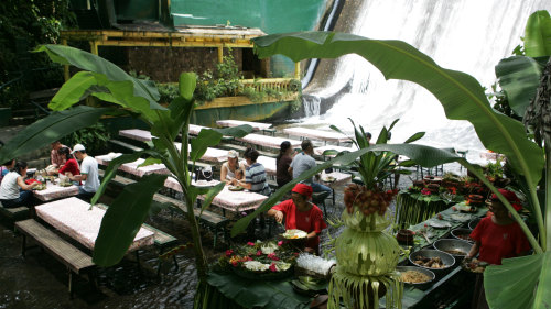Villa Escudero with Lunch at the Waterfalls by Baron Travel