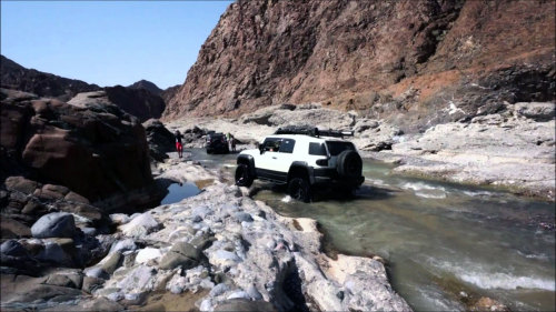 Wadi Al Abyadh 4x4 Full-Day Tour