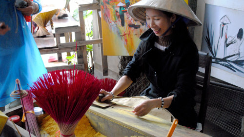 Private Handicraft Villages Tour, Cruise & Lunch by Threeland Travel
