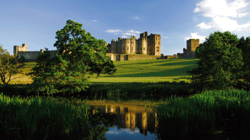 Alnwick Castle & the Scottish Borders Full-Day Tour