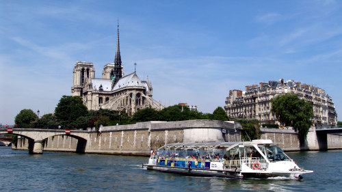 Seine River Hop-on Hop-off Pass by Batobus