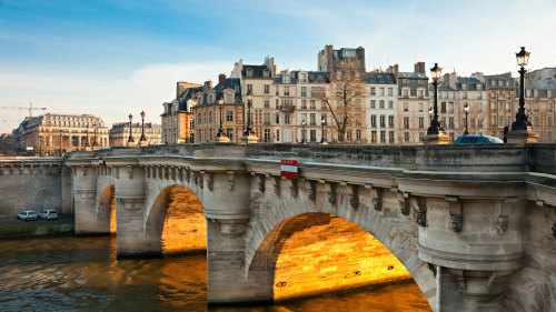Marais Evening Walking Tour & Seine Islands Cruise