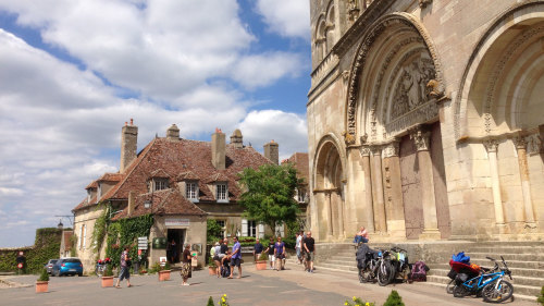 Burgundy & Vezelay Tour by Miki Tourist