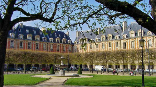 Le Marais, Notre Dame de Paris & Musée Picasso with a Local by Trip4Real