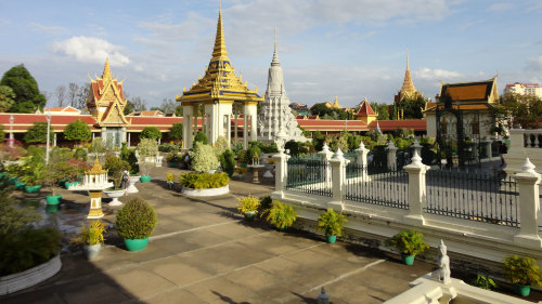 Private Wat Phnom, Royal Palace & Silver Pagoda Tour by Threeland Travel