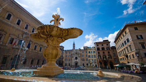 Small-Group Roman Dolce Vita Tour by Urban Adventures