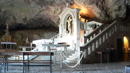 Small-Group Ancient Monastery Full-Day Tour