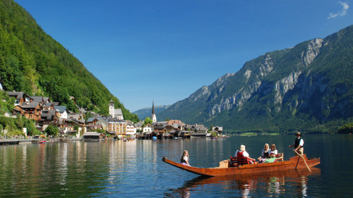 Salzburg & Hallstatt Full-Day Tour by Miki Tourist