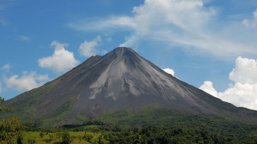 Full-Day Arenal Volcano & Tabacon Hot Springs Resort Tour