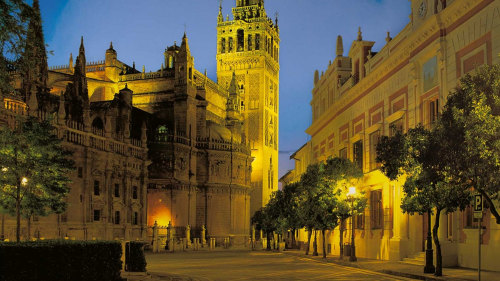 Magical Sevilla Walking Tour with a Local