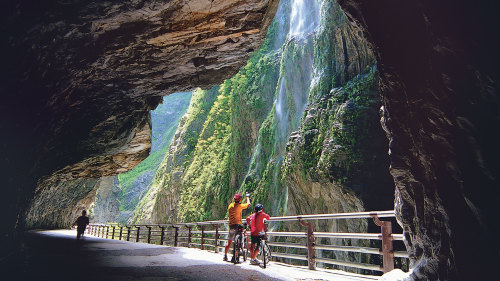 Taroko Marble Gorge Full-Day Tour by Edison Travel