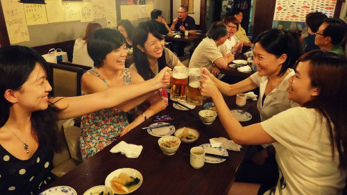 Bar Hopping with VIP Entry & Drinks by My Taiwan Tour