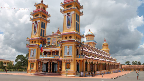 Private Tour to Cao Dai Temple & Cu Chi Tunnels by Threeland Travel