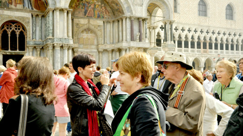 Combo Saver: Walking Tour & Grand Canal Boat Cruise
