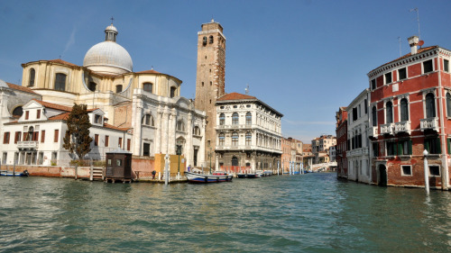 Small-Group Grand Canal Boat Tour by Avventure Bellissime