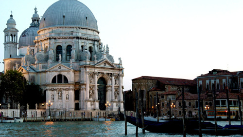 Walking Tour & Gondola Ride by Night