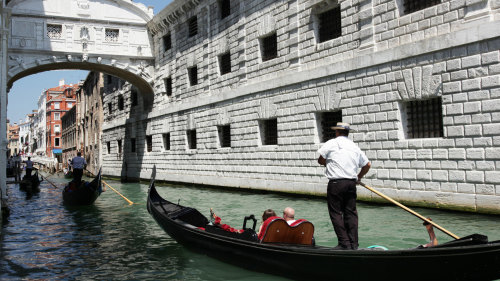 Venice Off-The-Beaten-Track Tour & Gondola Ride