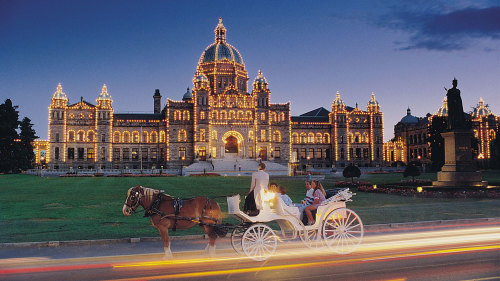 Victoria Carriage Tours: Royal Horse-Drawn Carriage Tour