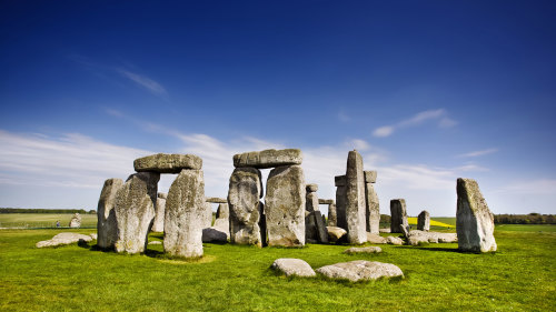 Stonehenge & Bath Tour with Roman Baths by Golden Tours