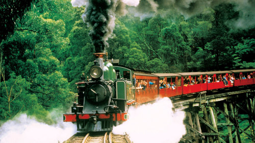 2-Day Yarra Valley Wine Country & Puffing Billy Tour by AAT Kings