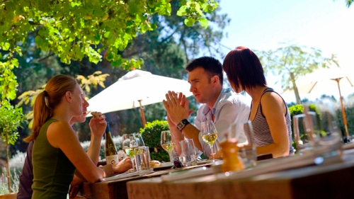 Waipara Valley Winetasting Tour with Lunch by Canterbury Leisure Tours