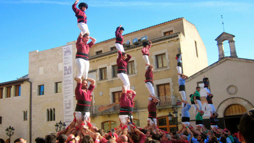 Small-Group Catalan Adventure: Cava, Festival & Human Tower Experience by Living It