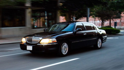 Knights Limousine Services - Private Towncar: Boston Logan Airport (BOS)