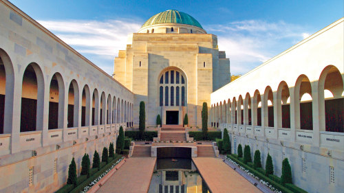 Canberra Day Tour by AAT Kings