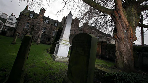 Doomed Dead & Buried: Underground Vaults & Canongate Graveyard Walking Tour