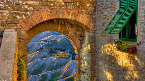 Small-Group San Gimignano & Volterra Full-Day Tour with Lunch