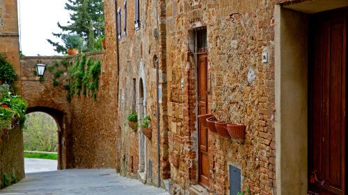 Small Group Tuscany Tour: Hilltowns, Castles & Vineyards